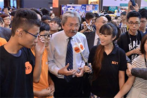 Mr John Tsang at Book Fair with M21